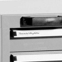 Etiquette de classement sur le caisson d'atelier à roulettes sous établi Uniworks 5 tiroirs - ES565867