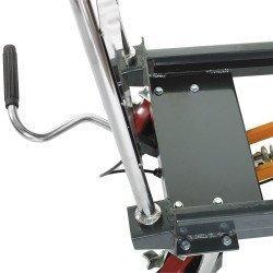 Equipée d'une pédale hydraulique facile à utiliser