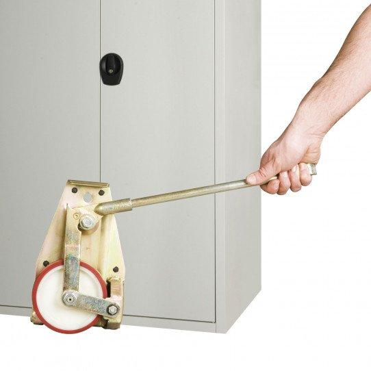 Système de levage mobile en utilisation sur une armoire uniworks